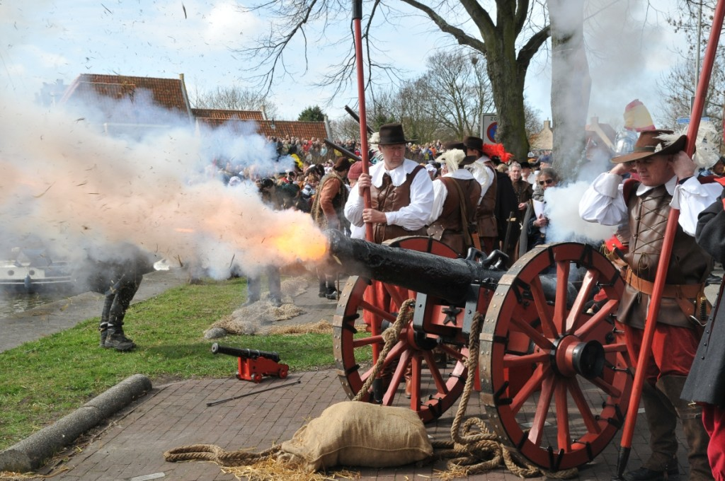 Fire in the hole! The firing of a howitser from 1614